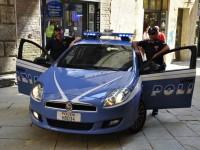polizia pattuglia in centro