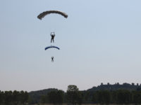 paracadutisti lancio