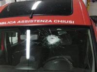 ambulanza vetro rotto sasso