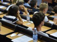 studenti universitari in aula