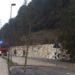 Albero cade sulla strada, intervento d'urgenza dei vigili del fuoco