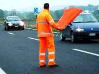 operai a lavoro strada viabilità