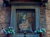 Tabernacolo Sacra famiglia opera di Vittorio Giunti del 1937, in via della Galluzza