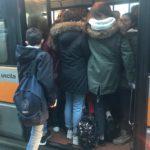 studenti stipati bus (1)