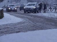 macchine sotto la neve a Siena