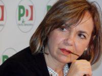 Susanna Cenni pensierosa