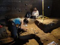 scavo in grotta