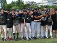 Baseball Curcio, Sacchi e Muca alzano la coppa_800x533
