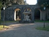 Castelnuovo B.ga Parco di Villa Chigi - Ponte carrabile e Fontana del Sarrocchi_796x600