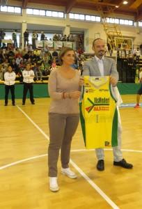 La consegna della maglia n1 allo sponsor VisMederi nella persona di Emanuele Montomoli