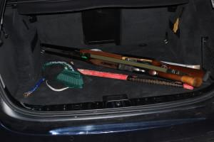 Gli arnesi da scasso trovati nel bagagliaio della Bmw