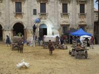 Il set in Piazza Grande a Montepulciano durante le riprese della fiction
