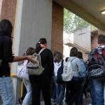 studenti ingresso a scuola_800x545