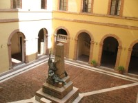 universita rettorato cortile_800x600